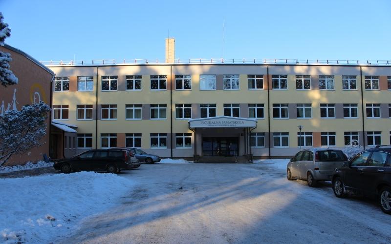 Skolas fasāde 2016. gadā
